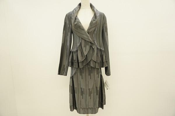 イッセイミヤケのセットアップを買取しました。イッセイミヤケの洋服買取はアクイールへ。
