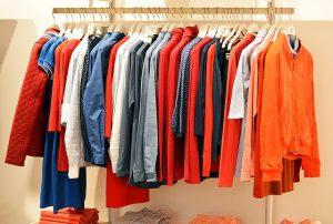 ひと手間かけるだけで査定額アップ!?買取スタッフが教える、洋服を高く売るコツ
