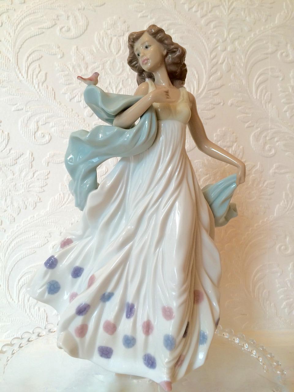 繊細なディテールは芸術品とも言えるリヤドロの陶器人形