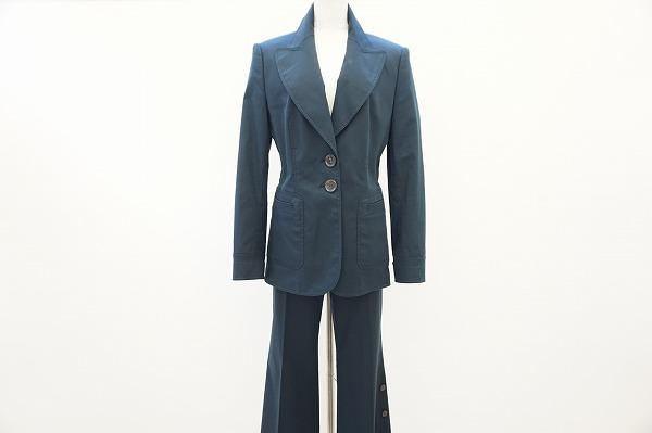 東京都港区白金のお客様よりエスカーダのパンツスーツを買取致しました。