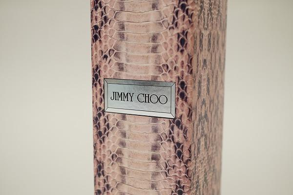 ジミーチュウのコンセプトを表現した香り ジミーチュウボディーローション