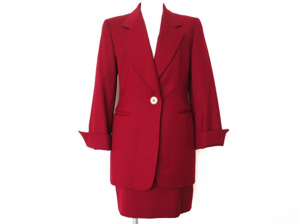 ジャンフランコフェレの赤いスカートスーツを買取させて頂きました。