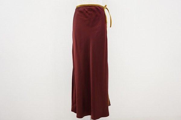 縦のラインでスタイルアップ効果抜群。エトロの上品なロングスカート