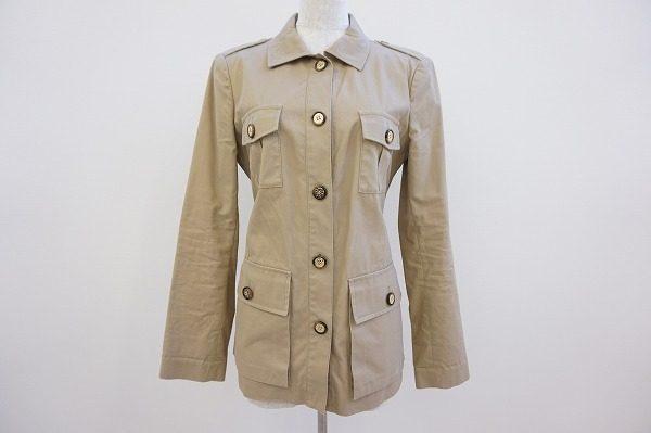 きちんと感があり着回ししやすいトリーバーチのベージュのジャケット