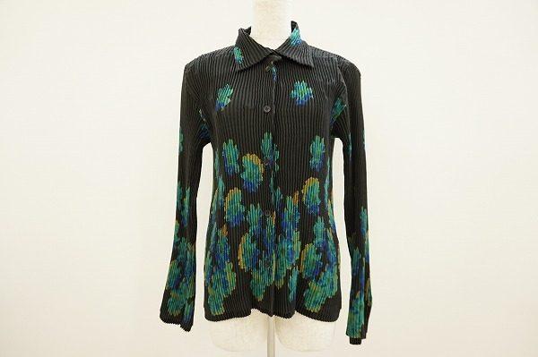ダークとポップが共存するイッセイミヤケのミステリアスな花柄長袖シャツ
