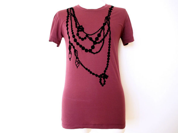 高級感あふれるイヴサンローランの臙脂色Tシャツをお買取いたしました