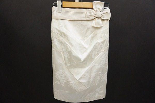 フラワーなリボンがキュートなエポカのスカートをお買取いたしました