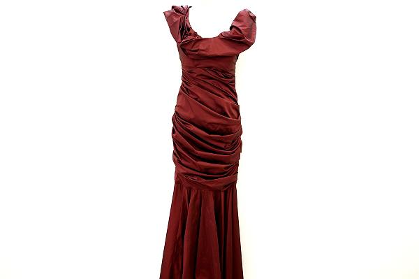 東京都港区赤坂のお客様よりエスカーダの真っ赤なドレスを買取致しました!