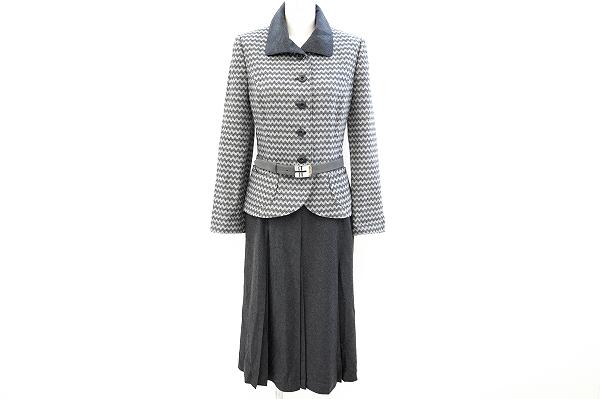 ジュンアシダのベルト付きスカートスーツを宅配買取で買取しました。