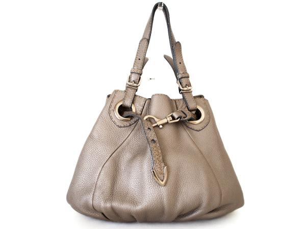 フェンディのレザーハンドバッグを買取いたしました。フェンディの買取ならアクイールにおまかせください。
