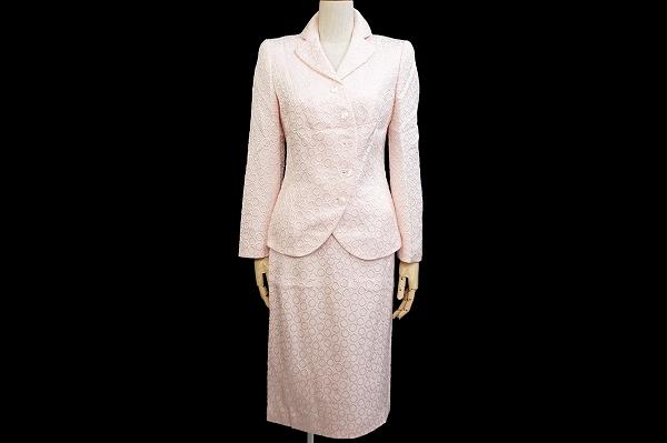 東京都北区のお客様よりレナランゲスカートスーツをお売りいただきました。