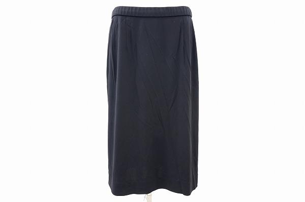レオナールのスカートを買取しました。洋服買取はアクイールにお任せください。