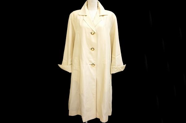 レオナールのコートを買取しました。ブランド洋服の買取ならアクイールへ