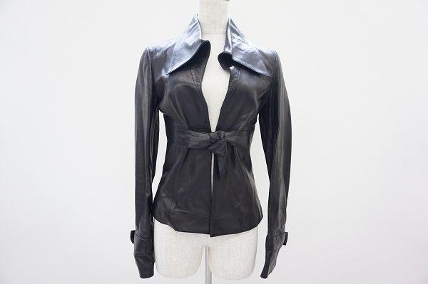 ラグジュアリーブランド・ヴァレンティノのブラックレザージャケット