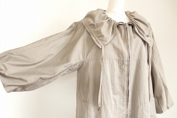 長く愛用できるシンプルデザインが特徴。レコパンのジップコートを買取しました