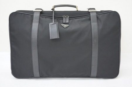 デザイン性と実用性を兼ね備えたプラダの旅行バッグは、是非持っておきたいバッグ