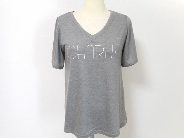 大人女子に人気のフリーズショップから優しいグレーで爽やかなTシャツをご紹介