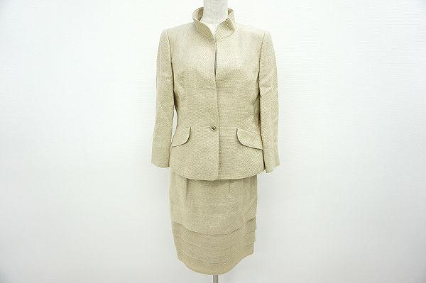 ジュンアシダのスカートスーツを新宿区のお客様から出張買取にて買取しました。