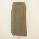 トラディショナルな雰囲気が親しみやすい。ロイスクレヨンのスカート