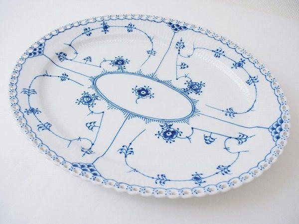 食卓を華やかに彩るロイヤルコペンハーゲンのフルーテッドオーバルディッシュ