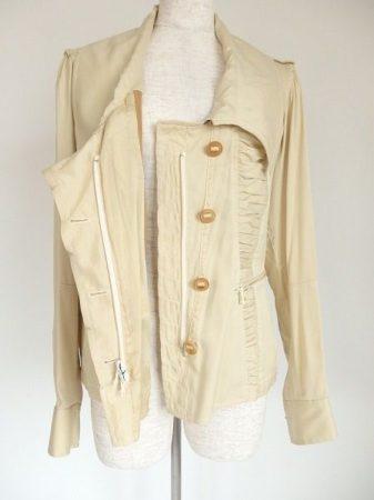 カジュアルさとエレガントさが共存しているダナキャランのシルクジャケット