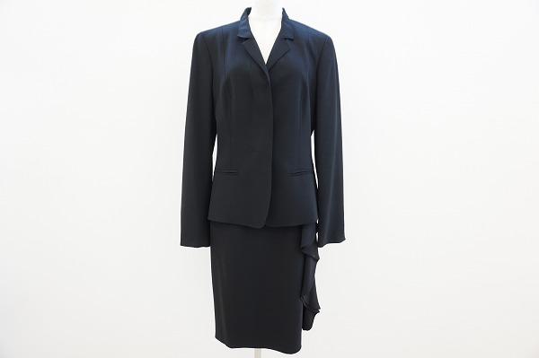 マックスマーラのスカートスーツを買取しました。マックスマーラの買取はアクイールにお任せください。