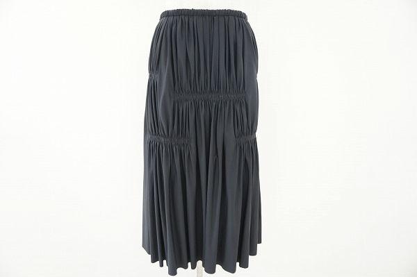 イッセイミヤケのブラックスカートを買取しました。ブランド洋服を売るならアクイールへ。
