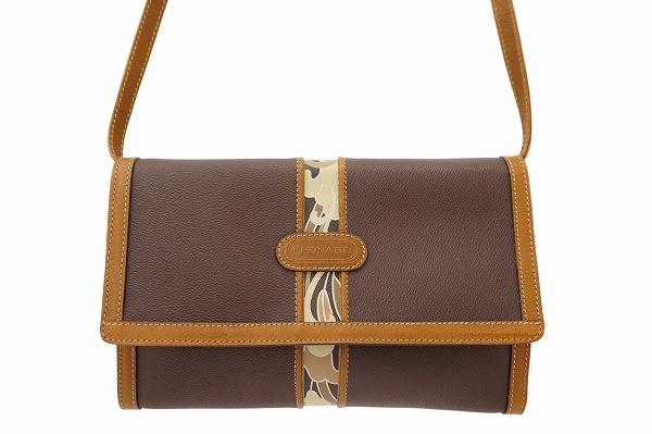 レオナールのショルダーバッグを買取しました。バッグの買取はアクイールにお任せください。