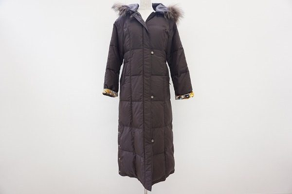 全身を包み込む温もり。レオナールのフェミニンなファー付きダウンコートを買取しました。
