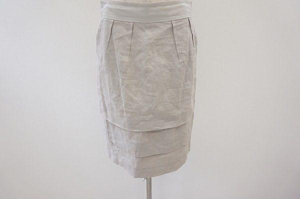 シンプルなタイトシルエットで大人の着こなしを!アドーアの麻スカートを買取しました