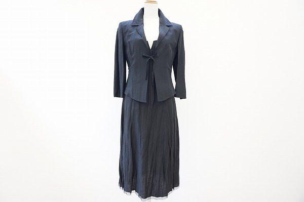 単品使いも便利。マックスマーラの麻絹素材のワンピースとジャケットのセットアップを買取しました。
