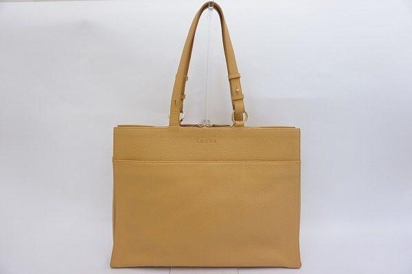 スペインのクラフトマンシップ溢れる逸品。ロエベのストラップ付きレザービジネスバッグを買取しました