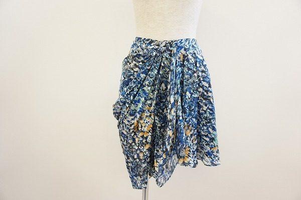 【買取りいたしました】鮮やかな色使いに釘付け!スタイリッシュな着こなしを楽しめるトゥモローランドのスカート