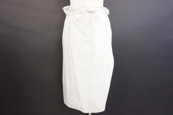 ギャルリーヴィーのグレーカラースカート買取 清楚で知的な女性のためのトレンドアイテム