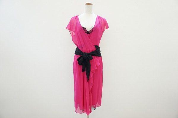鮮やかなピンクが女性を引き立て、着こなしが2度楽しめる!DVFのピンクワンピースドレスを買取しました
