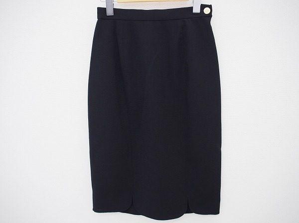 裾部分のスカラップがポイントに!レオナールのブラックレディーススカート