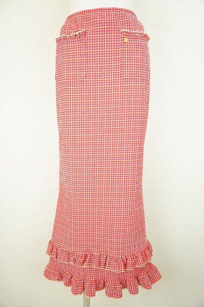 コーディネートの主役に!個性とキュートさが絶妙にミックスされたシャネルのスカートをお売り頂きました