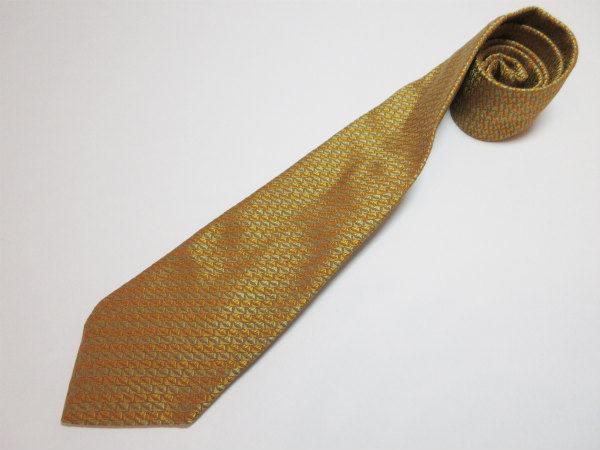 光沢も感じられる。イタリア製にこだわったサルヴァトーレ・フェラガモのネクタイを買取しました