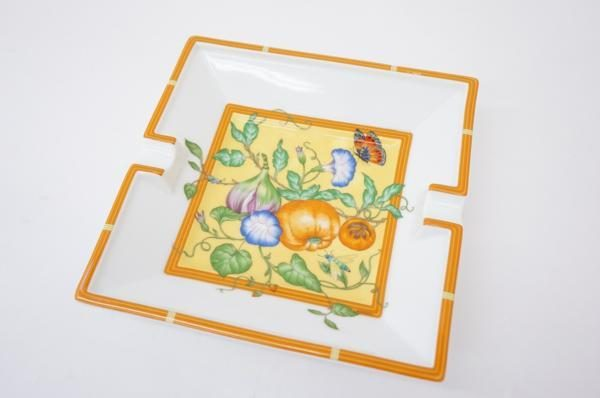 灰皿にも小物入れにも使える。エルメスの華やかなアッシュトレイをお売り頂きました