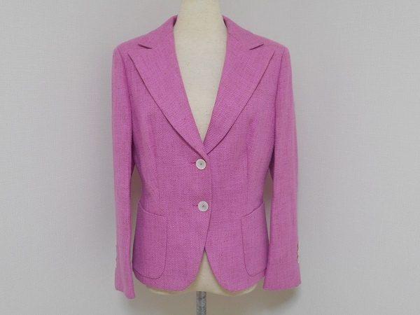 大き目の襟とピンクの組み合わせが印象的。マックスマーラのジャケットをお売り頂きました