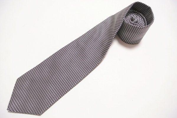 小物にハイブランドで1段上の装い。ダンヒルの大人の魅力あふれるネクタイを買取しました