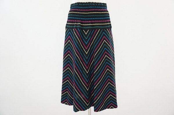 カラフルなストライプが個性的でエレガント。斉藤都世子のニットフレアスカートを買取しました
