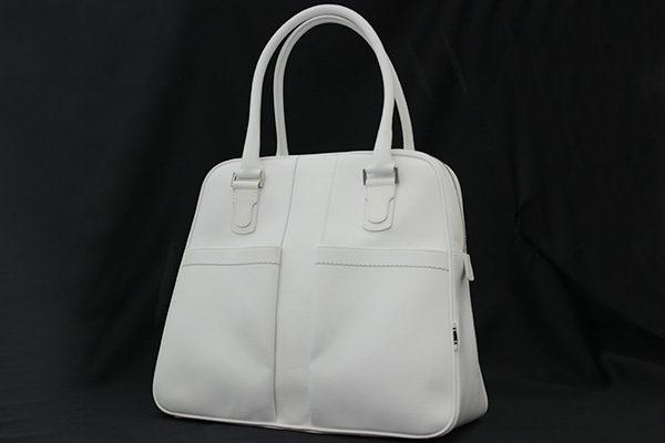 この上ない上品さを演出。サルヴァトーレ・フェラガモの白バッグをお売り頂きました