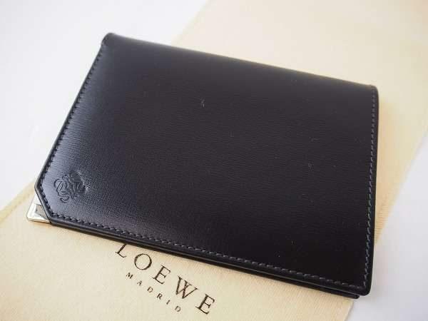 手触りがなめらか。一生モノとして使いたいロエベの二つ折り財布を買取しました
