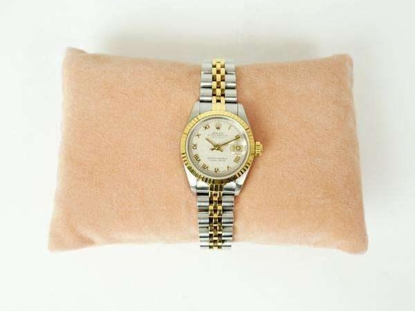 持っているだけでステイタスに。ロレックスのレディース向け腕時計をお売り頂きました