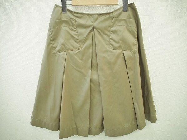 キュートに着こなしたい。プリーツが美しいプラダのAラインスカートをお売り頂きました