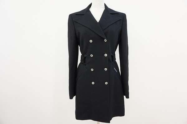 ベーシックなデザインで長く愛用できる。ディーアンドジーのコートをお売り頂きました