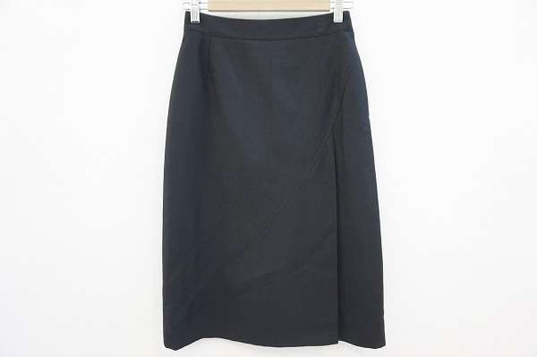女性の魅力を最大限に引き出してくれる。ヘルノのタイトスカートを買取しました