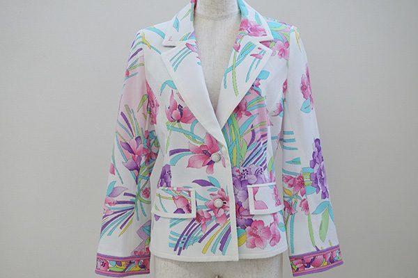 鮮やかな花柄が生えるレオナールのショート丈ジャケットを買い取りました