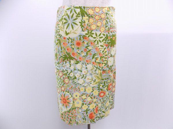 一枚で映えるモスキーノの鮮やかな花柄スカートを買取しました